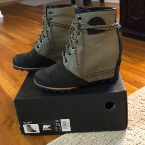 Sorel PDX wedge. - worn twice.   Size 7.5